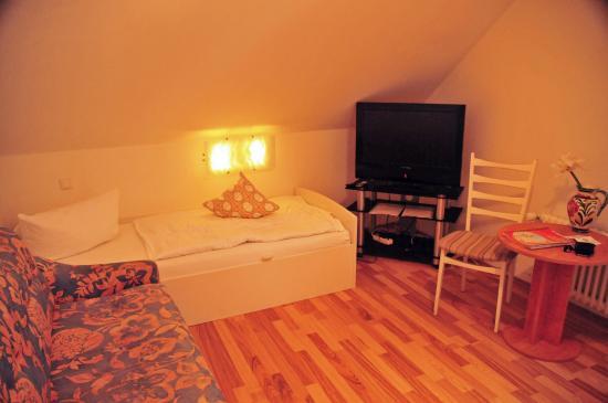 Hote Loehr: Living Room