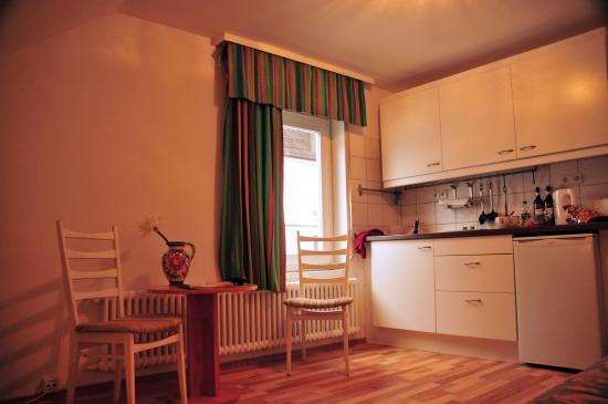Hote Loehr: Kitchen