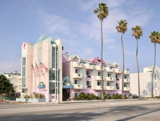 Days Inn Santa Monica/los Angeles: Historic building, good room at a decent rate.
