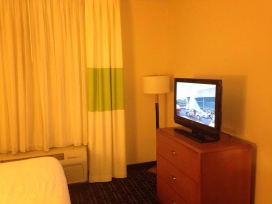 Fairfield Inn & Suites Palm Coast I-95: King room bedroom TV & bureau
