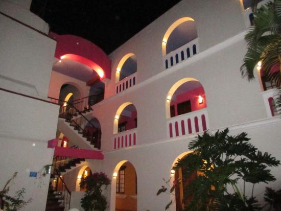 Hotel Trebol: Praça do Hotel