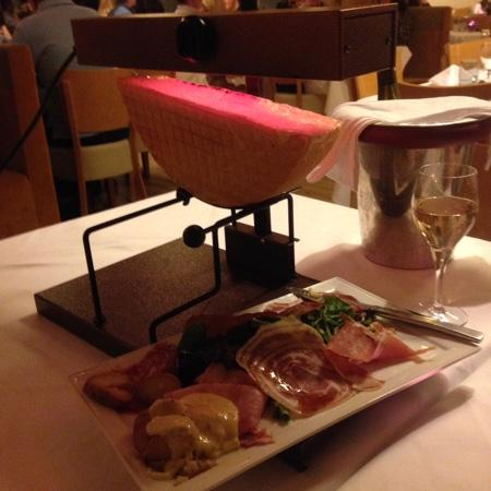 Hotel les Bruyeres : Raclette in the restaurant (much cheese) !!!!!