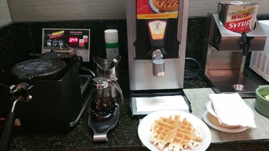 Ramada Albuquerque East: The waffle station