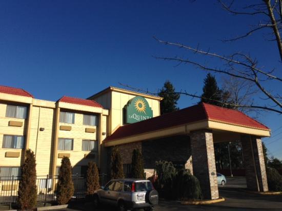 La Quinta Inn Everett WA porte cochere