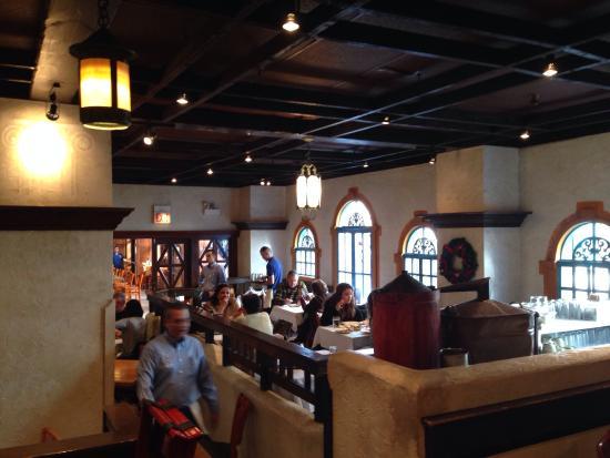 Athena Greek Restaurant : Very nice atmosphere
