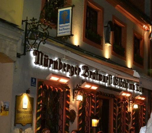Gaststatte Nurnberger Bratwurst Glockl am Dom: По соседству с Фрауэнкирхе