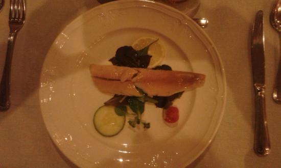 "Best Western Hotel Slenaken: koude forel op ""bedje"" van salade"