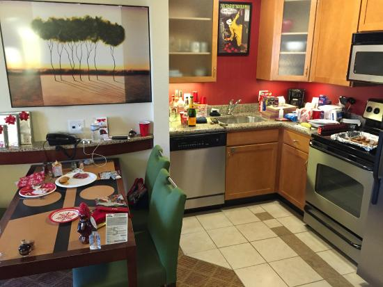 Residence Inn Dulles Airport at 28 Centre: Kitchen, Dining area