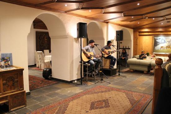 Hotel Edelweiss & Gurgl: Music after dinner