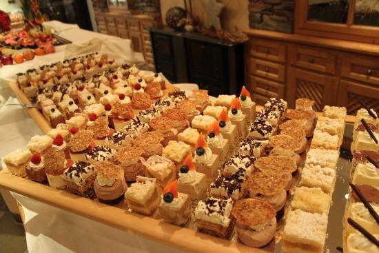 Hotel Edelweiss & Gurgl: Dessert buffet