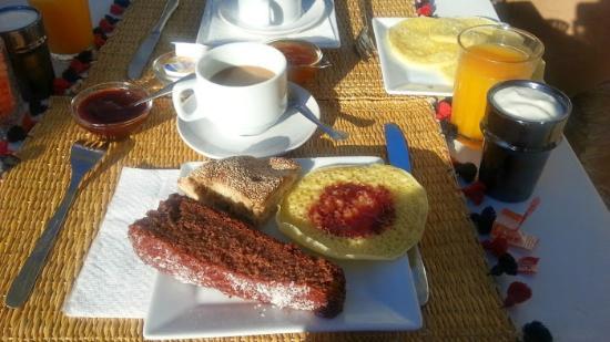 Riad Les Jardins des Lilas: Breakfast