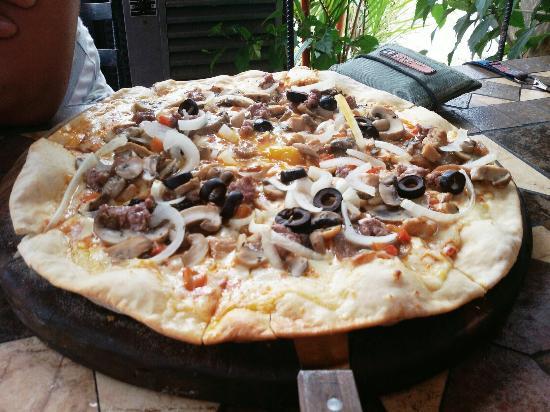 La French Riviera: Deliciosas pizzas super recomendadas. Perfecto sabor.