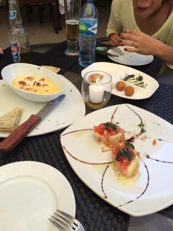 Pullaso's Ole: Chorizo con queso mozzarella, bruchettas, empanaditas de carne de res, pollo y queso!!!
