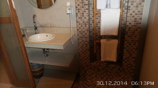 Gumilang Regency Hotel: Nice Toilet