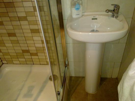 Hostal Bella Lola: le lavabo de la chambre DOUBLE!