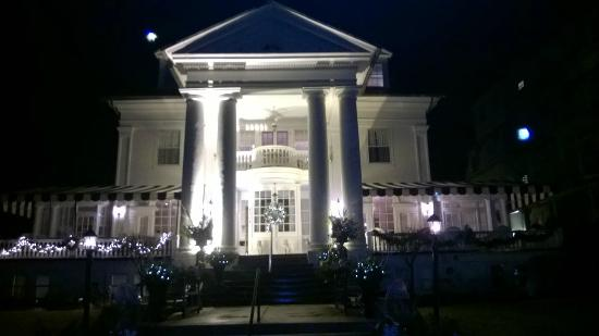 The Peter Shields Inn : A beautiful Victorian Inn