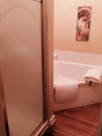Reynolds Mansion Bed and Breakfast: Cherub room