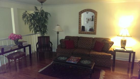The Brentwood B&B: Sitting Room