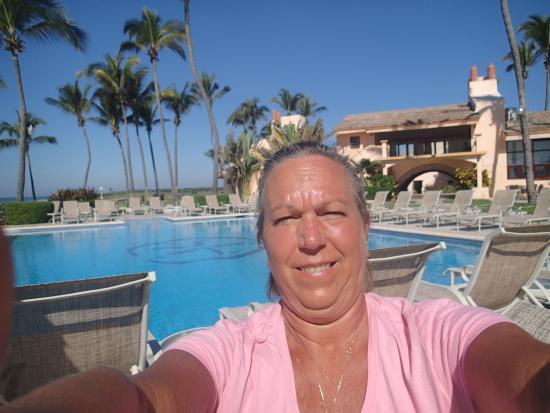 "Estrella Del Mar Resort Mazatlan: Me with the ""crowd"" at the pool"
