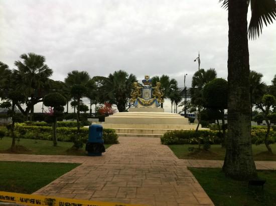Johor Bahru State Place: A small park in the city centre