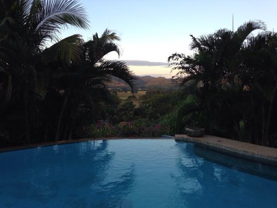 El Sabanero Eco Lodge: Pool has valley view