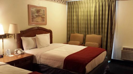 Days Inn Kennewick: We have updated our bedding!