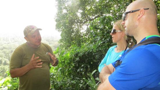 Тортугеро, Коста-Рика: Marlon Tortuguero tour guide teaching
