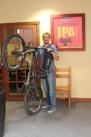The Howe Sound Inn & Brewing Co.: Howe Sound Inn allows bikes!