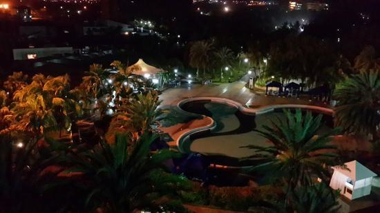 Laguna Mar: De noche.