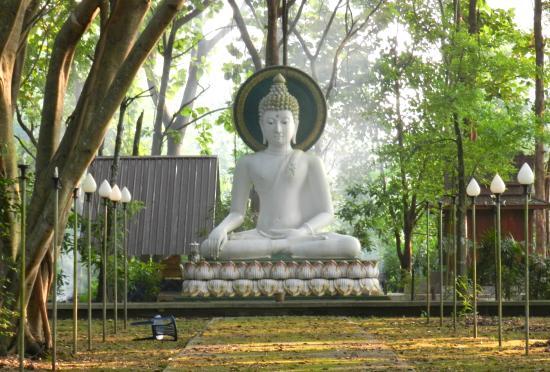 Chiang Saen, Thailand: near Tham Khao Luang Cave