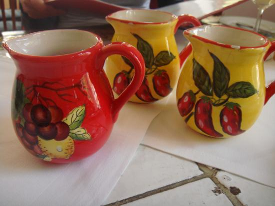 Napoli : Cute wine jugs
