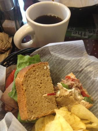 Cranberry's Grocery & Eatery: Tasty Lunch