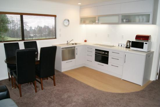 Broekhaven Country Cottage: Spacious Kitchen facilities