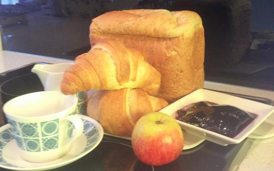 Broekhaven Country Cottage: Continental Breakfast provided