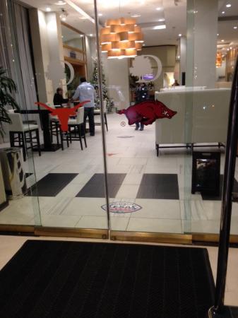 DoubleTree by Hilton Houston - Greenway Plaza : Stickers to welcome Razorbacks & Longhorns