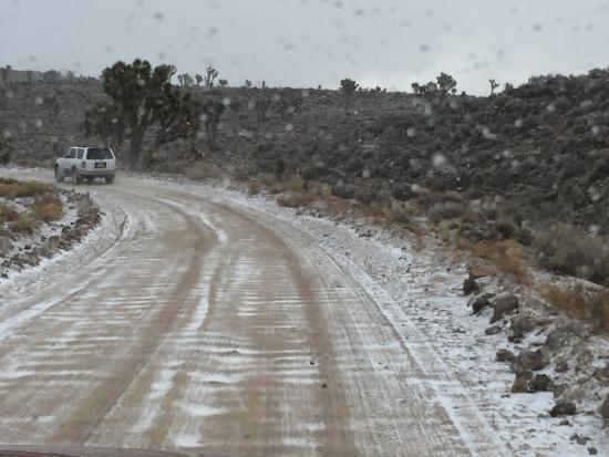 Lippincott Mine Road: Snowing on our way to Racetrack via this 4WD road.