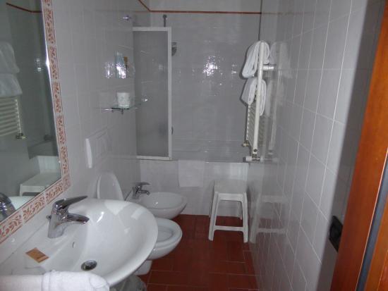 Hotel Caravaggio: bathroom
