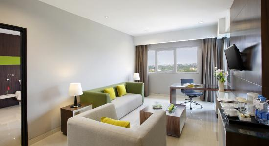 Hotel Santika Cikarang R Suite Ruang Tamu