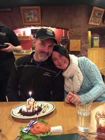 Three Bear Restaurant: Birthday dessert!