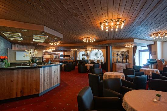 Club Hotel Davos: Rezeption und Lobby Bereich