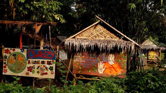Lanta Clayzy House: a bamboo hut