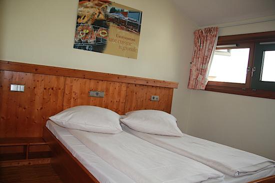 Beierhaascht: Spacious bedroom with view