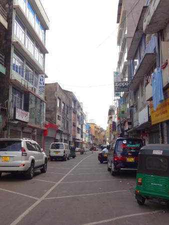 Jami Ul-Alfar Mosque : 周辺の街並み