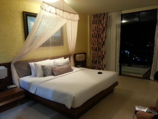 Karon Phunaka Resort and Spa: spacious room
