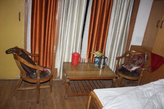 Hotel Sangam : Dusty, dirty, foul smelling room