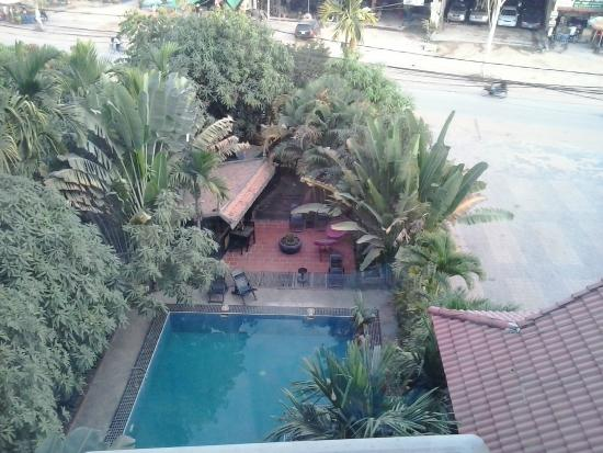 New Riverside Hotel: Pool view from my room
