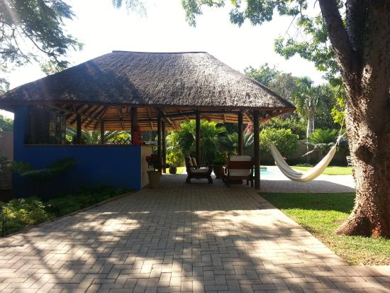 Hhusha Hhusha: jardin bar piscine