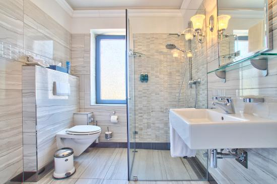 Ocean View House: Bathroom Milkwood suite