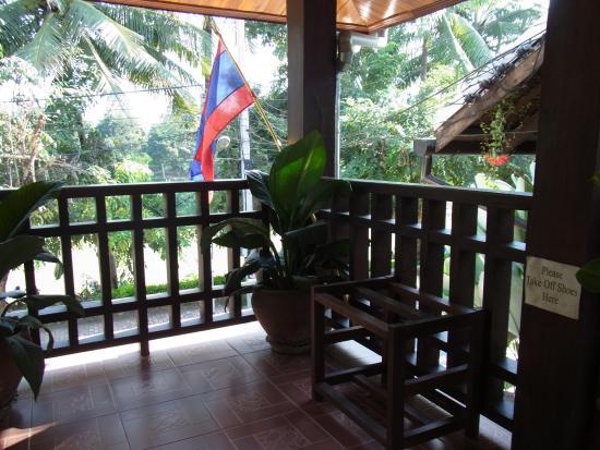Villa Somphong: 靴をぬぐ場所