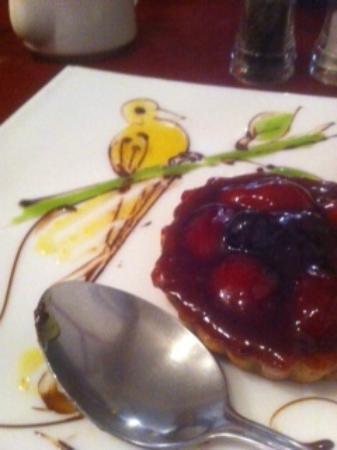 T C Patisserie: strawberry tart with bird